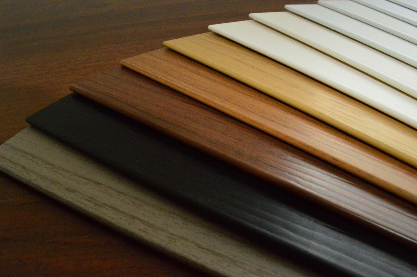 Jalousien Holz Farben