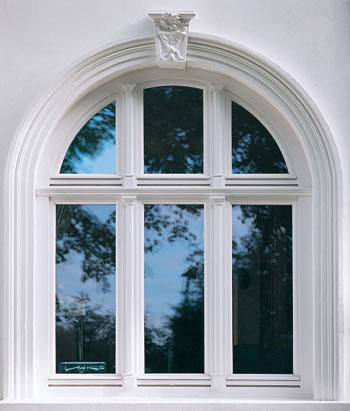 Rundbogenfenster im Denkmalschutz